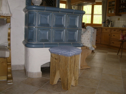 Hocker aus Altholz